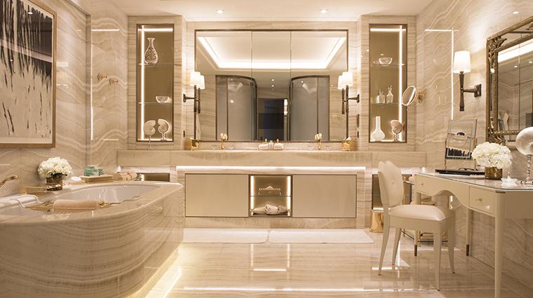 Property FourSeasonsHotelGeorgeVParis Hotel GuestroomSuite PresidentialSuiteBathroom FourSeasonsHotelsLimited