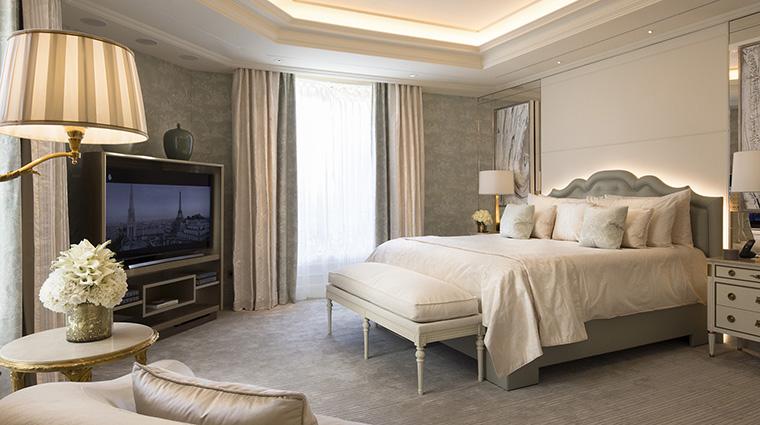 Property FourSeasonsHotelGeorgeVParis Hotel GuestroomSuite Suite124Bedroom FourSeasonsHotelsLimited