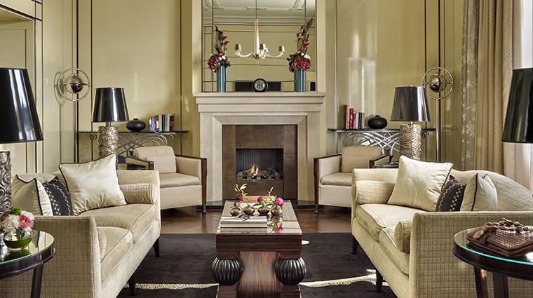Property FourSeasonsHotelGreshamPalace Hotel GuestroomSuite BudapestRoyalSuite FourSeasonsHotelsLimited