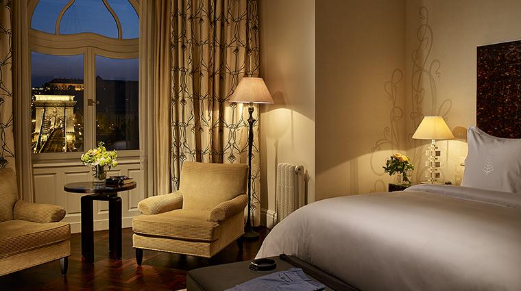 Property FourSeasonsHotelGreshamPalace Hotel GuestroomSuite PresidentialSuiteBedroom FourSeasonsHotelsLimited