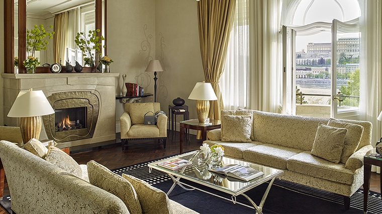 Property FourSeasonsHotelGreshamPalace Hotel GuestroomSuite PresidentialSuiteLivingRoom FourSeasonsHotelsLimited