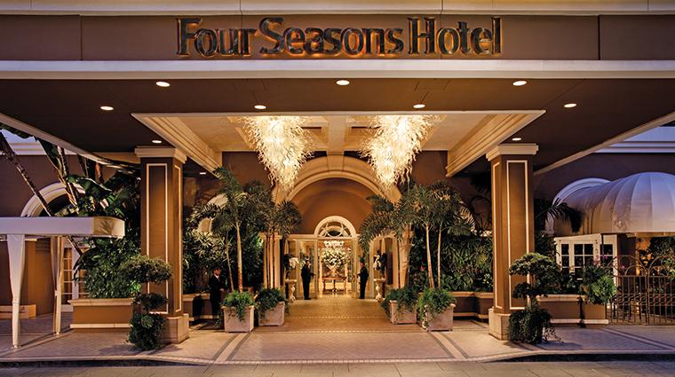 Property FourSeasonsHotelLosAngelesatBeverlyHills Hotel Exterior ExteriorEntrance FourSeasonsHotelsLimited