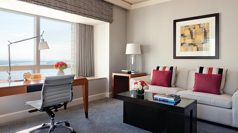 Property FourSeasonsHotelMiami Hotel GuestroomSuite FourSeasonsExecutiveSuiteBayView FourSeasonsHotelsLimited
