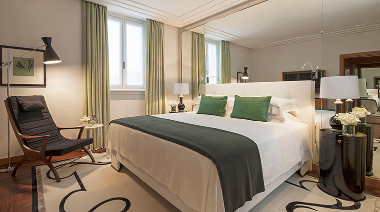 Property FourSeasonsHotelMilano Hotel GuestroomSuite FashionSuite FourSeasonsHotelsLimited