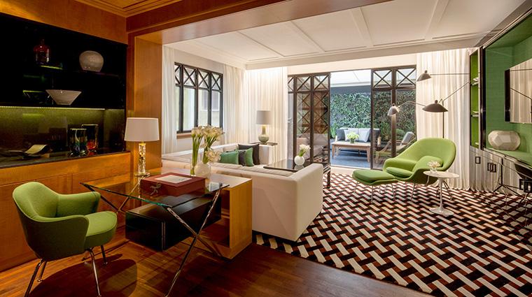 Property FourSeasonsHotelMilano Hotel GuestroomSuite FashionSuiteLivingArea FourSeasonsHotelsLimited