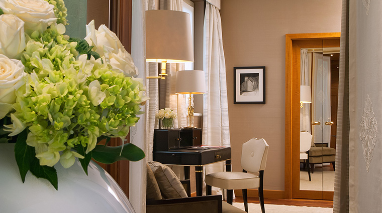 Property FourSeasonsHotelMilano Hotel GuestroomSuite PenthouseSuiteBedroom FourSeasonsHotelsLimited