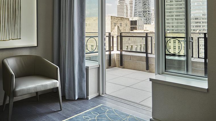Property FourSeasonsHotelNewYorkDowntown Hotel GuestroomSuite GothamSuiteTerrace FourSeasonsHotelsLimited