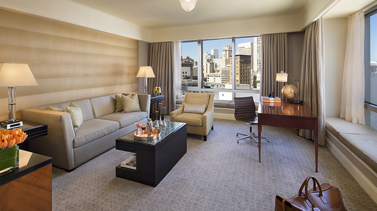 Property FourSeasonsHotelSanFrancisco Hotel GuestroomSuite DeluxeOneBedroomSuiteLivingRoom FourSeasonsHotelsLimited