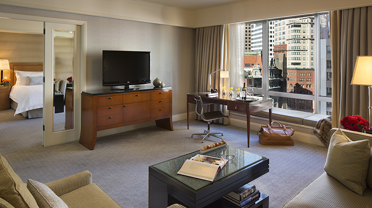 Property FourSeasonsHotelSanFrancisco Hotel GuestroomSuite ExecutiveSuite FourSeasonsHotelsLimited