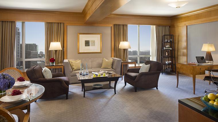 Property FourSeasonsHotelSanFrancisco Hotel GuestroomSuite PremierOneBedroomSuiteLivingRoom FourSeasonsHotelsLimited