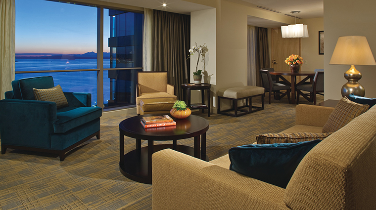 Property FourSeasonsHotelSeattle Hotel GuestroomSuite DeluxeElliottBaySuiteLivingRoom FourSeasonsHotelsLimited