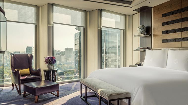 Property FourSeasonsHotelSeoul Hotel GuestroomSuite AmbassadorSuiteBedroom FourSeasonsHotelsLimited