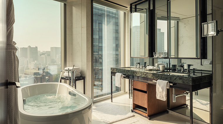 Property FourSeasonsHotelSeoul Hotel GuestroomSuite CityViewSuiteBathroom FourSeasonsHotelsLimited