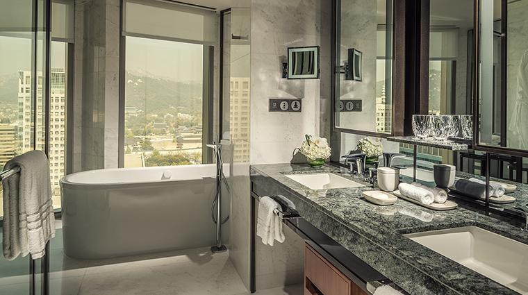 Property FourSeasonsHotelSeoul Hotel GuestroomSuite PalaceViewSuiteBathroom FourSeasonsHotelsLimited