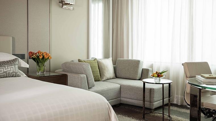 Property FourSeasonsHotelShanghai Hotel GuestroomSuite DeluxeKing FourSeasonsHotelsLimited
