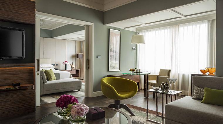 Property FourSeasonsHotelShanghai Hotel GuestroomSuite ExecutiveSuite FourSeasonsHotelsLimited