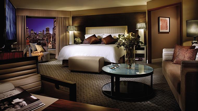 Property FourSeasonsHotelSydney Hotel GuestroomSuite PremierCityViewRoom FourSeasonsHotelsLimited