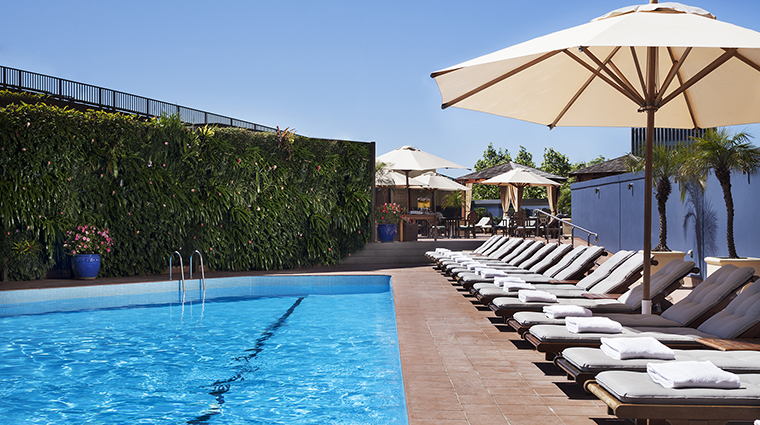 Property FourSeasonsHotelSydney Hotel PublicSpaces OutdoorPool FourSeasonsHotelsLimited