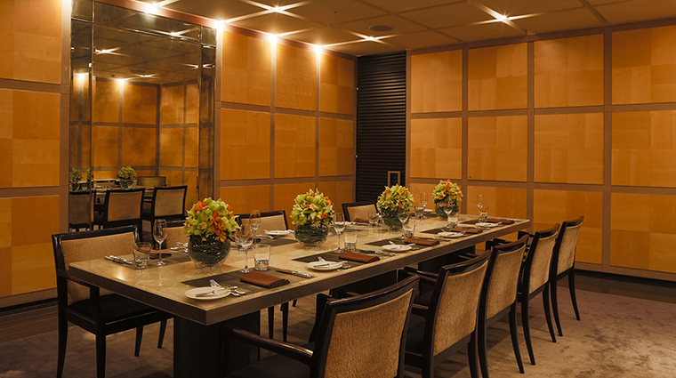 Property FourSeasonsHotelTokyoAtMarunouchi Hotel Dining PrivateDiningRoom FourSeasonsHotelsLimited
