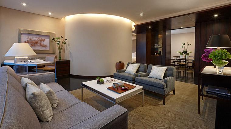 Property FourSeasonsHotelTokyoAtMarunouchi Hotel GuestroomSuite DeluxOneBedRoomSuiteLivingRoom FourSeasonsHotelsLimited
