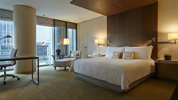 Property FourSeasonsHotelTokyoAtMarunouchi Hotel GuestroomSuite DeluxeKingRoom FourSeasonsHotelsLimited