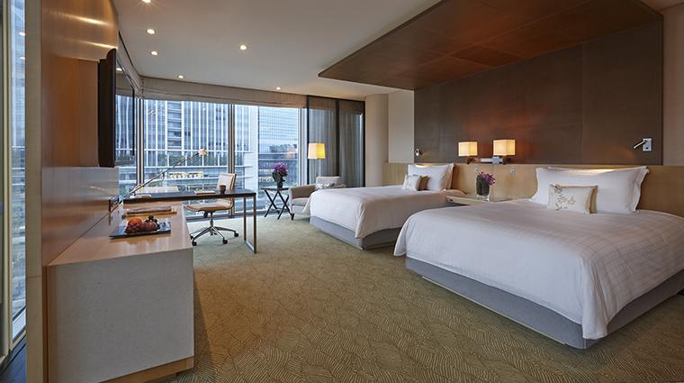 Property FourSeasonsHotelTokyoAtMarunouchi Hotel GuestroomSuite DeluxePremierRoom FourSeasonsHotelsLimited