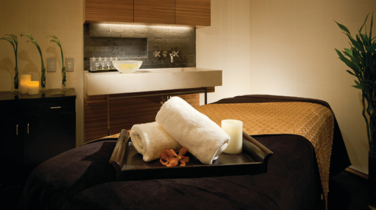 Property FourSeasonsHotelTokyoAtMarunouchi Hotel Spa TreatmentRoom FourSeasonsHotelsLimited