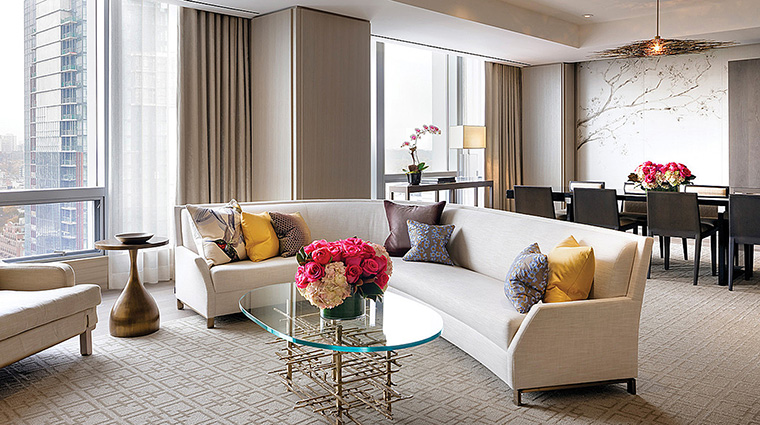 Property FourSeasonsHotelToronto Hotel GuestroomSuite BellairSuiteLivingSuite FourSeasonsHotelsLimited
