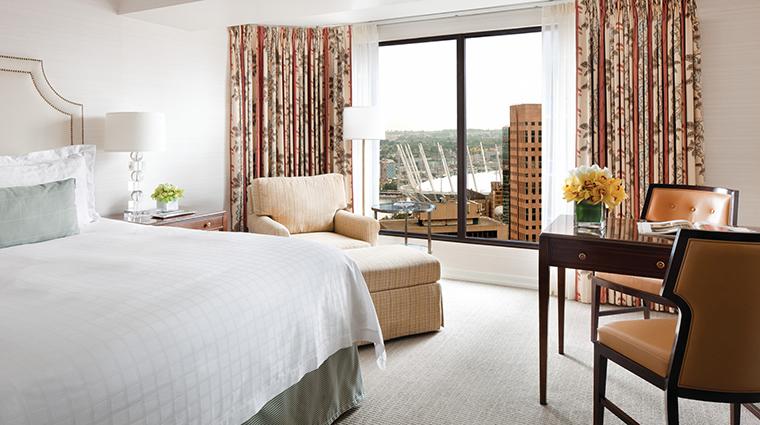 Property FourSeasonsHotelVancouver Hotel GuestroomSuite DeluxeKingGuestRoom FourSeasonsHotelsLimited