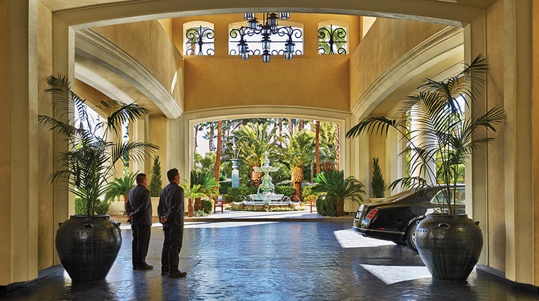 Property FourSeasonsLasVegas Hotel PublicSpaces StaffedPorteCochere FourSeasonsHotelsLimited