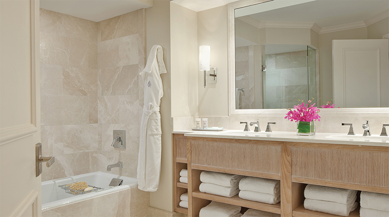Property FourSeasonsResortPalmBeach 4 Hotel GuestroomSuite SuiteBathroom CreditFourSeaons