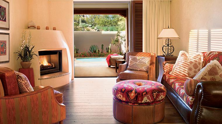 Property FourSeasonsResortScottsdaleatTroonNorth 6 Hotel GuestroomSuite OneBedroomSuite LivingRoom CreditBarbaraKraft FourSeasons