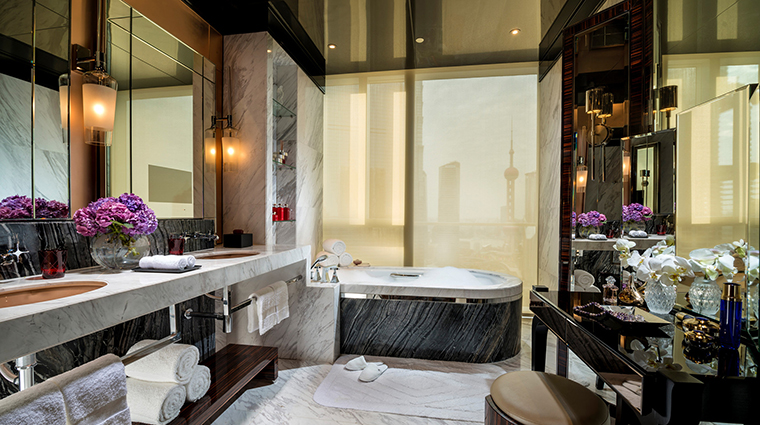 Property FourSeasonsShanghaiPudong 3 Hotel GuestroomSuite PresidentialSuite Bathroom CreditKenSeet FourSeasons