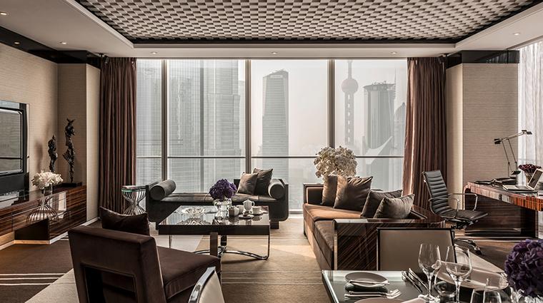 Property FourSeasonsShanghaiPudong 5 Hotel GuestroomSuite TwoBedroomSuite LivingRoom CreditKenSeet FourSeasons