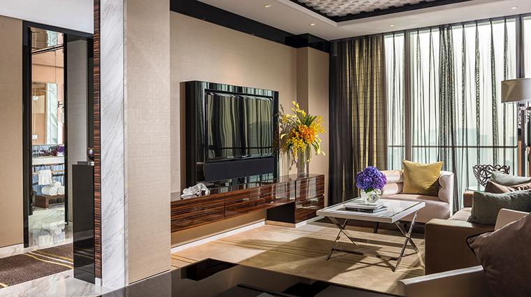Property FourSeasonsShanghaiPudong 7 Hotel GuestroomSuite OneBedroomSuite LivingRoom CreditKenSeet FourSeasons