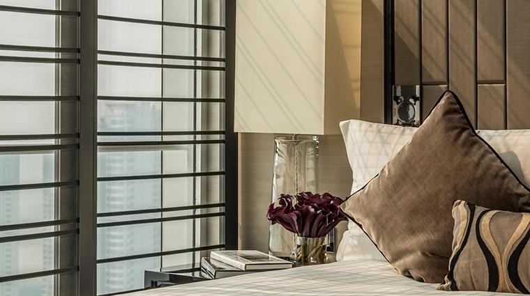 Property FourSeasonsShanghaiPudong 8 Hotel GuestroomSuite OneBedroomSuite Bedroom CreditKenSeet FourSeasons