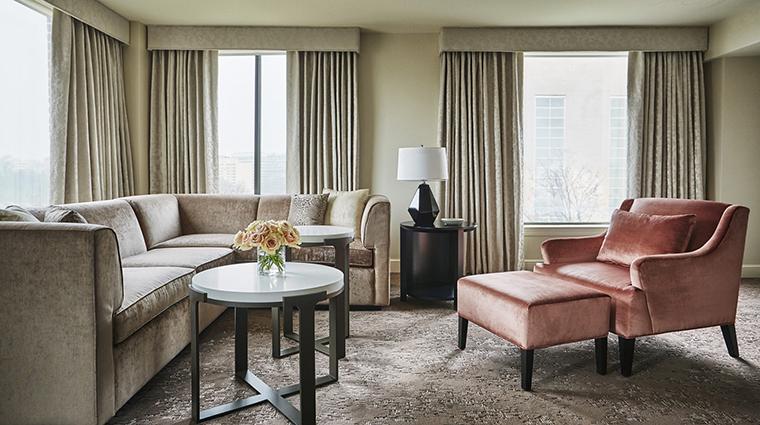 Property FourSeasonsWashingtonDC Hotel GuestroomSuite CapitalSuiteLivingRoom FourSeasonsHotelsLimited