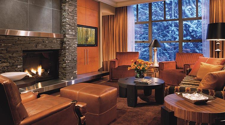 Property FourSeasonsWhistler Hotel GuestroomsSuites ThreeBedroomandDenResortResidenceLivingRoom CreditFourSeasons