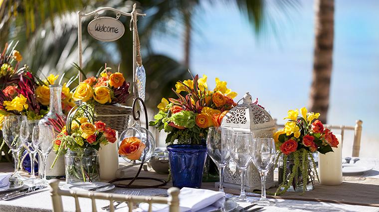 Property GrandFiestaAmericanaCoralBeach Hotel Dining FamilyDinner GrandFiestaAmericanaHotels&Resorts