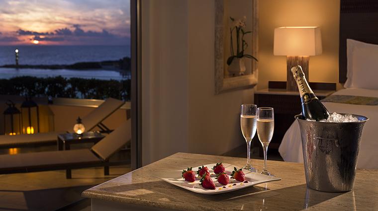 Property GrandFiestaAmericanaCoralBeach Hotel GuestroomSuite InRoomChampagne GrandFiestaAmericanaHotels&Resorts