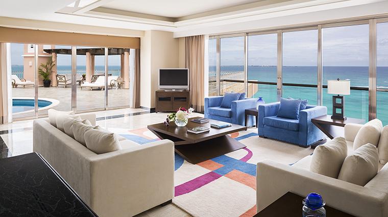 Property GrandFiestaAmericanaCoralBeach Hotel GuestroomSuite PresidentialSuiteLivingRoom GrandFiestaAmericanaHotels&Resorts