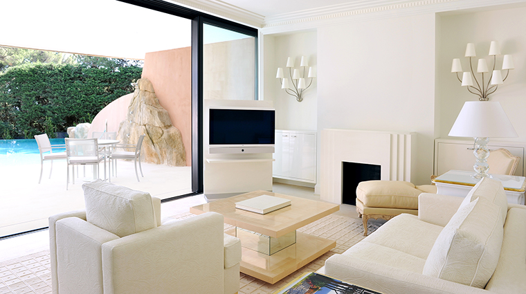 Property GrandHotelCapduFerrat Hotel GuestroomSuite PoolSuite FourSeasonsHotelsLimited
