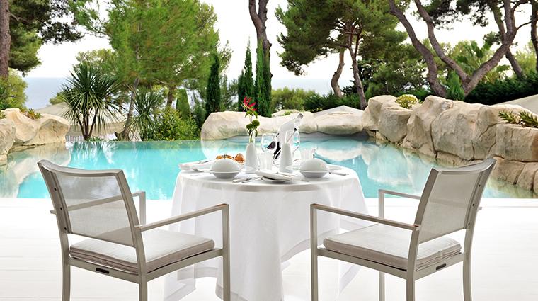 Property GrandHotelCapduFerrat Hotel GuestroomSuite PoolSuiteDinner FourSeasonsHotelsLimited