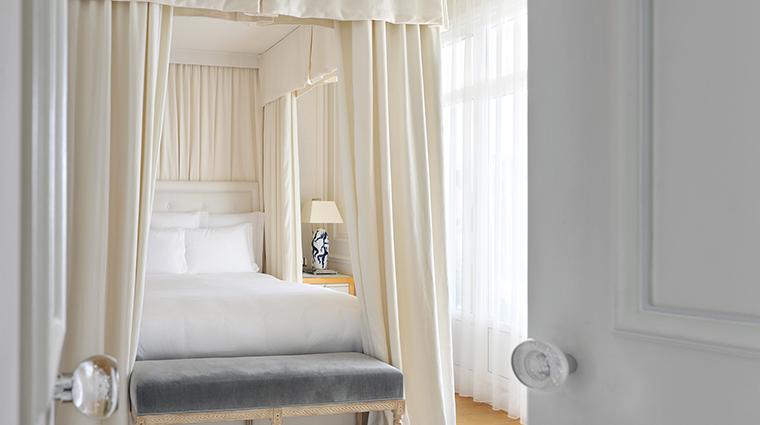 Property GrandHotelCapduFerrat Hotel GuestroomSuite SuiteBedroom FourSeasonsHotelsLimited