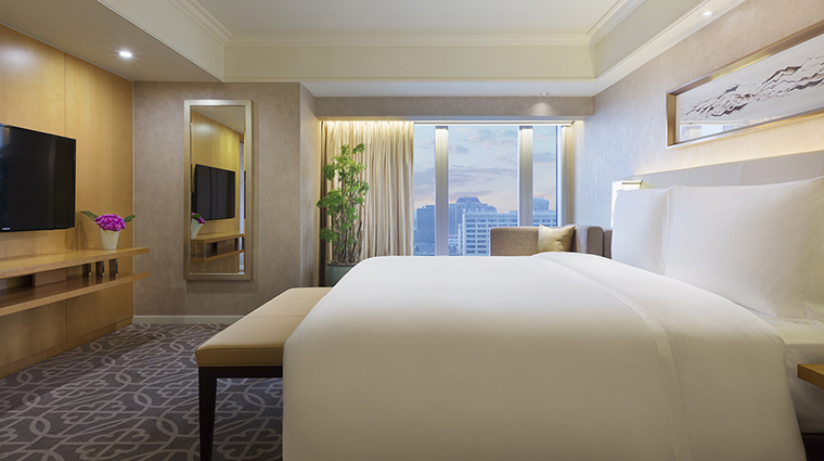 Property GrandHyattBeijing Hotel GuestroomSuite DiplomatSuiteBedroom HyattCorporation