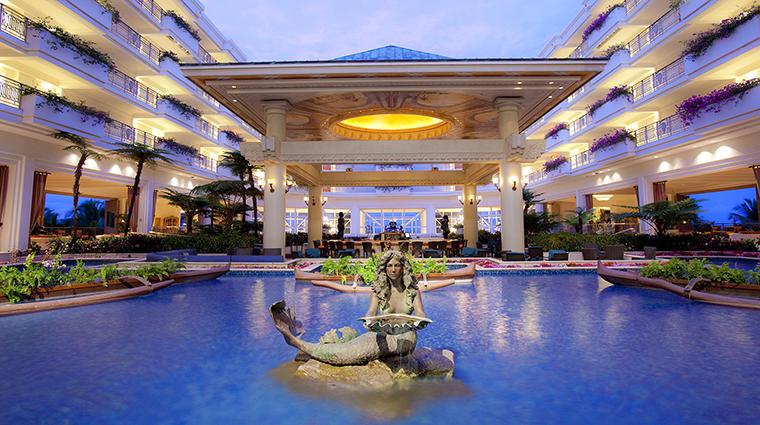 Property GrandWailea Hotel PublicSpaces BoteroLounge&MermaidPool HiltonWorldwide
