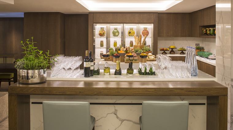 Property GrosvenorHouse Hotel BarLounge ExecutiveLounge2 MarriottInternationalInc