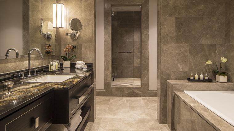 Property GrosvenorHouse Hotel GuestroomSuite PremiumExecutiveSuiteBathroom MarriottInternationalInc