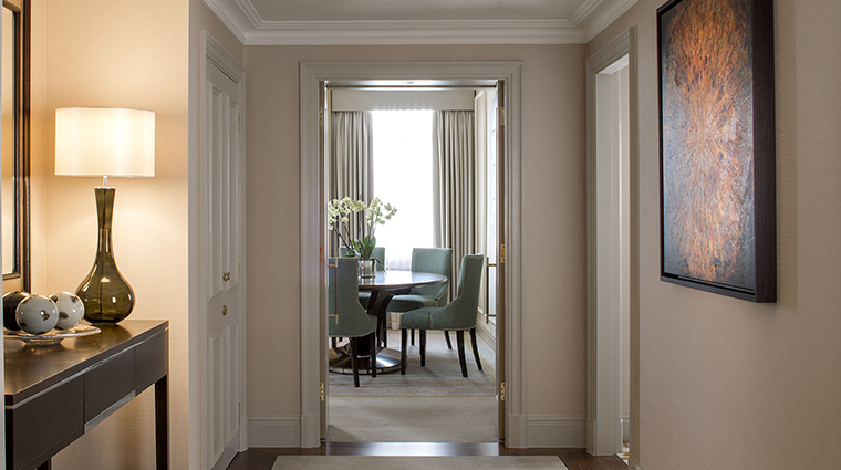 Property GrosvenorHouse Hotel GuestroomSuite RoyalHydeParkSuiteHall&DiningRoom MarriottInternationalInc