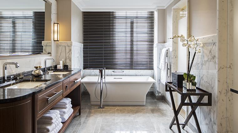 Property GrosvenorHouse Hotel GuestroomSuite RoyalSuiteBathroom MarriottInternationalInc